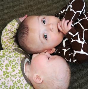 babies-kiss